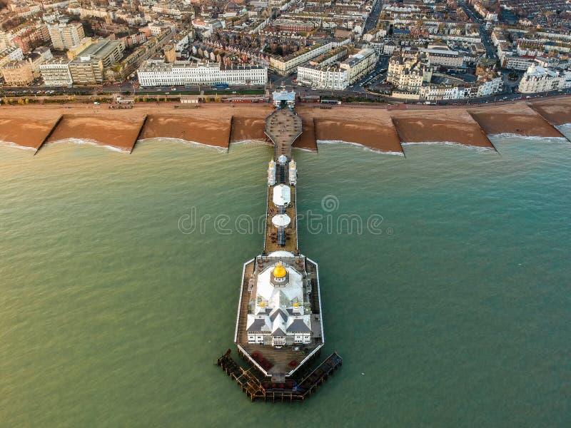 Eastbourne Pier, Vereinigtes Königreich - Luftbild lizenzfreie stockfotos