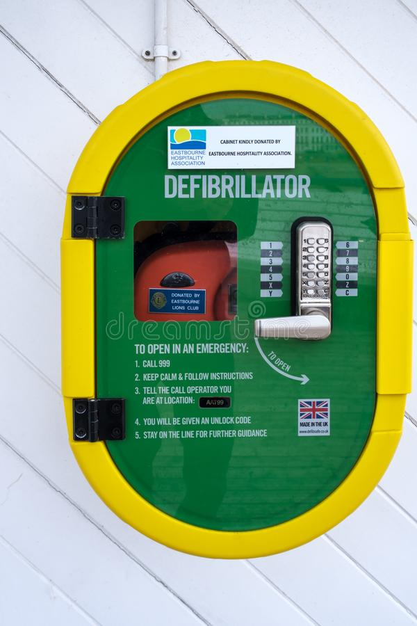 EASTBOURNE, SUSSEX/UK ORIENTALE - 4 NOVEMBRE: Vista di un defibrillat immagine stock