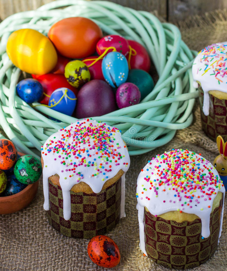 Easter arrangement Easter cakes and painted eggs in a rustic sty stock images