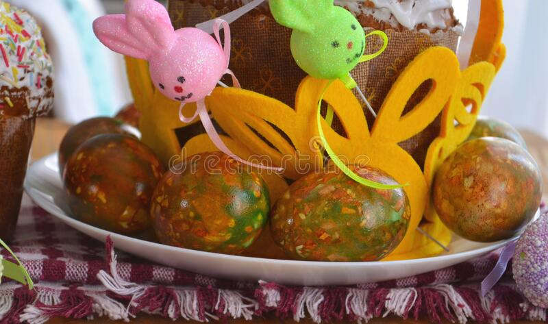 Easter cake and eggs, close up. protection. Quarantine for Easter. The concept of the celebration of Holy Easter 2020 during. The coronavirus pandemic stock photos
