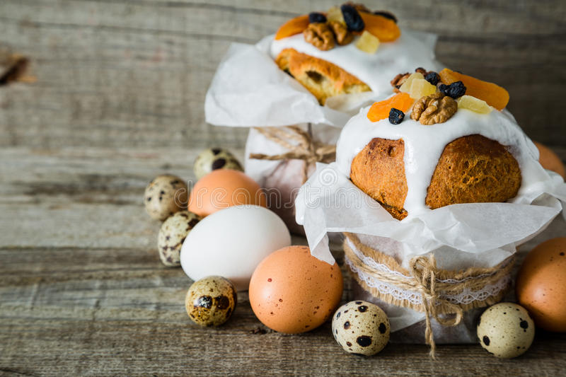 Easter cakes with eggs, rustic wood background stock images