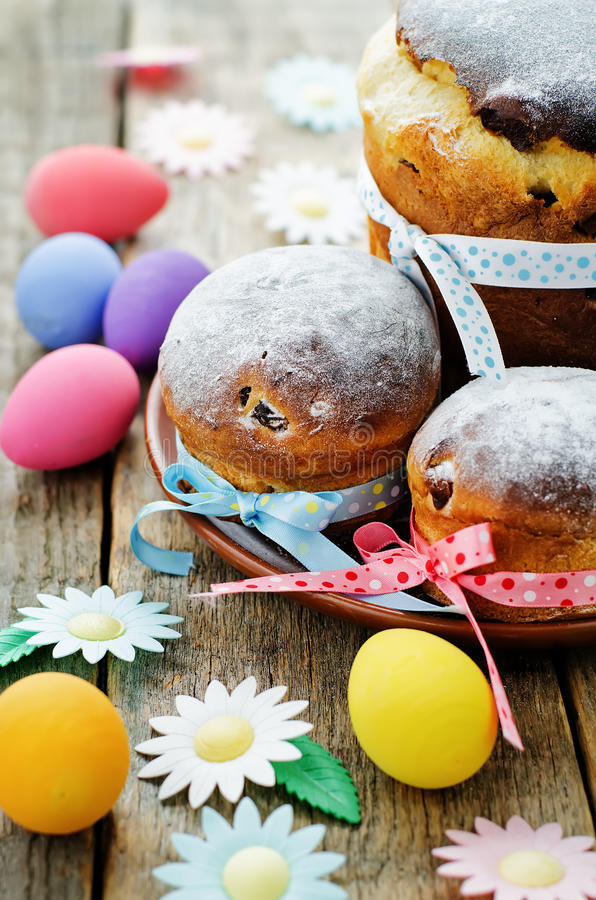Easter cakes in the plate royalty free stock photos