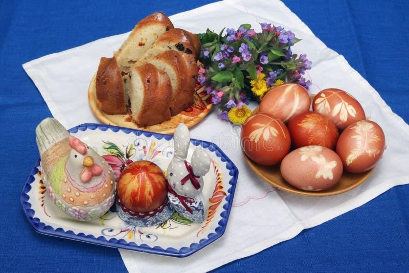 Easter den lantliga sammansättningen på en tabell royaltyfria foton