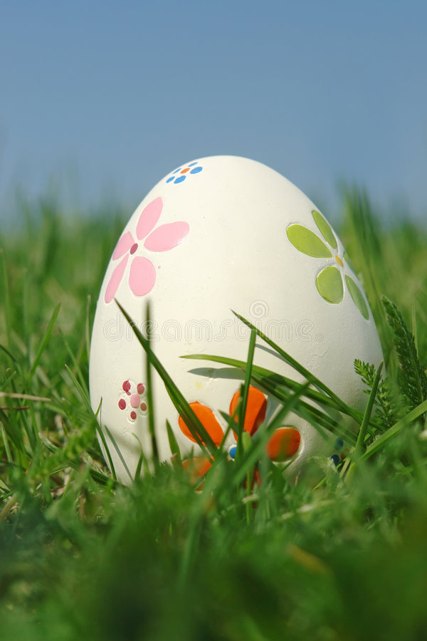 Easter Egg In Grass Royalty Free Stock Images