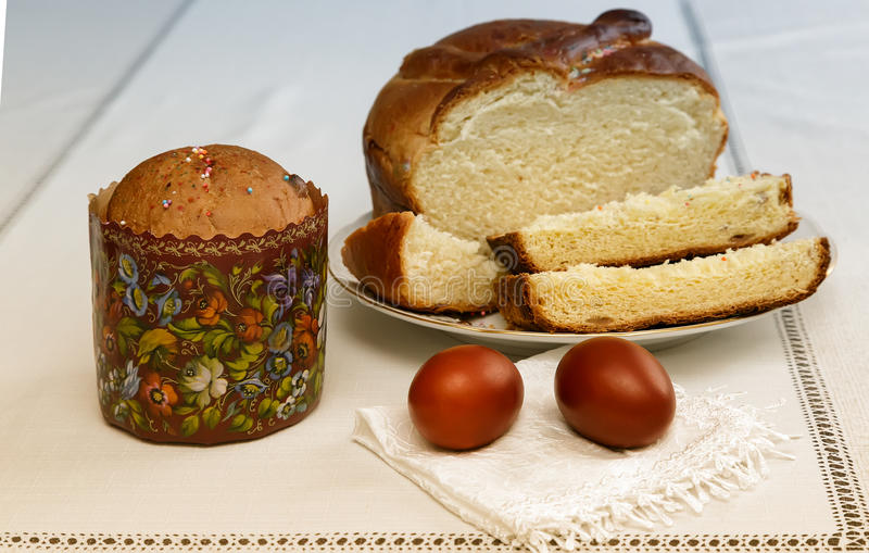 Easter eggs on the napkin and cake . stock photos