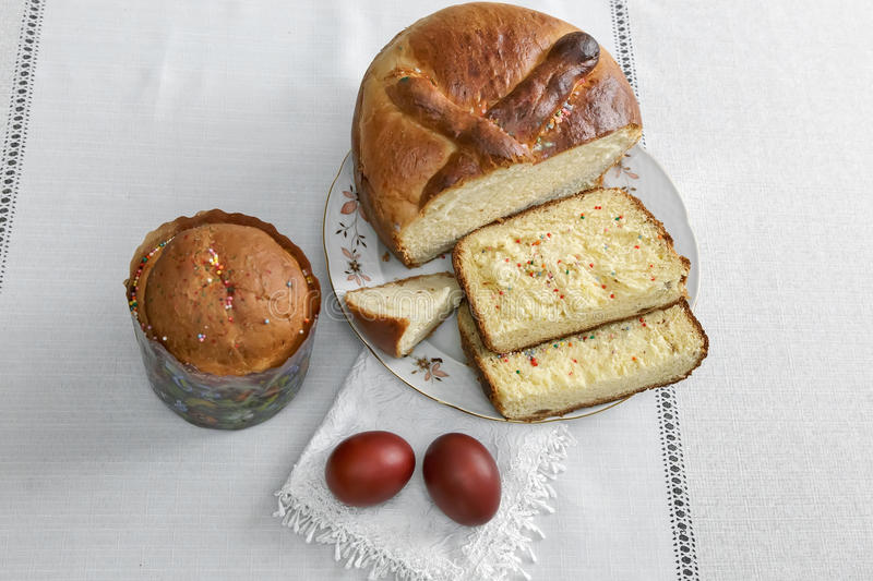 Easter eggs on the napkin and cake . stock photography
