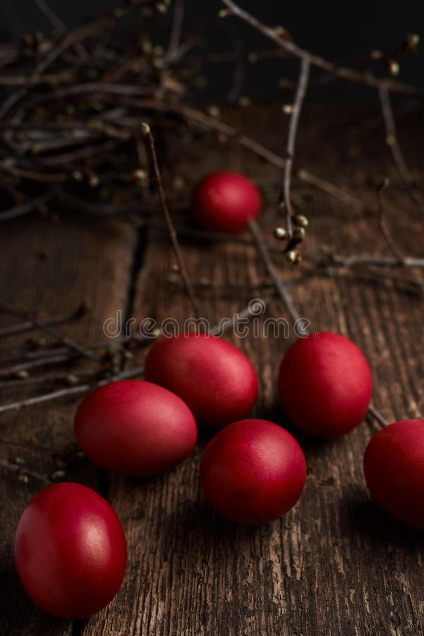Free Easter Eggs Of Red Color On A Wooden Background, Together With Autumn Branches Royalty Free Stock Photo - 89223295