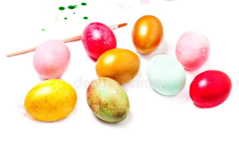 Easter feliz! Preparação para ovos da páscoa e pinturas para o painti fotos de stock