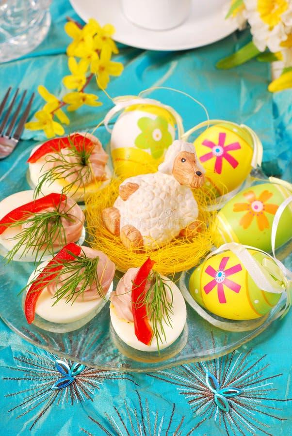 easter jajka rozprzestrzeniają tuńczyka obrazy stock
