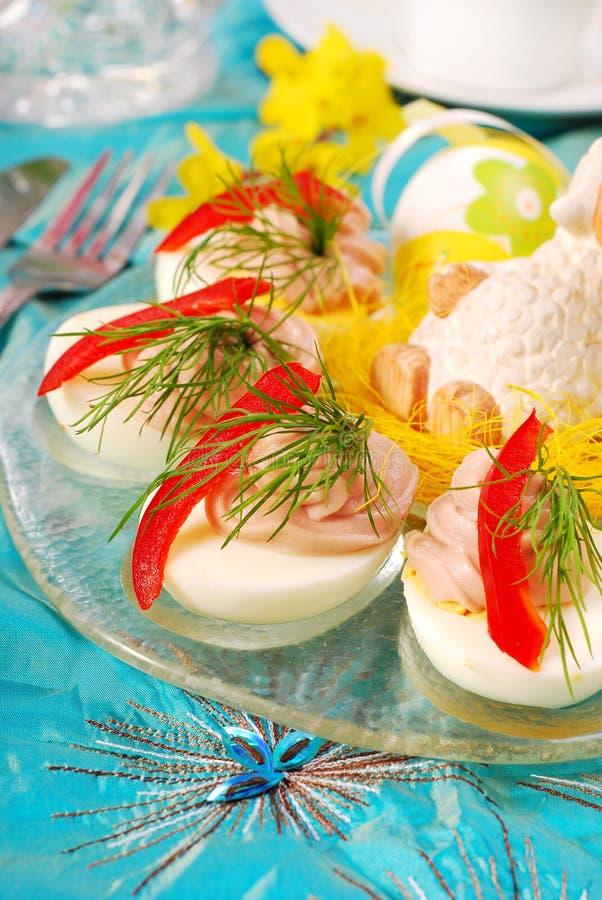 easter jajka rozprzestrzeniają tuńczyka zdjęcia stock