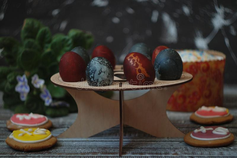 Easter painted eggs on a wooden stand with Easter cake, Easter gingerbread stock images