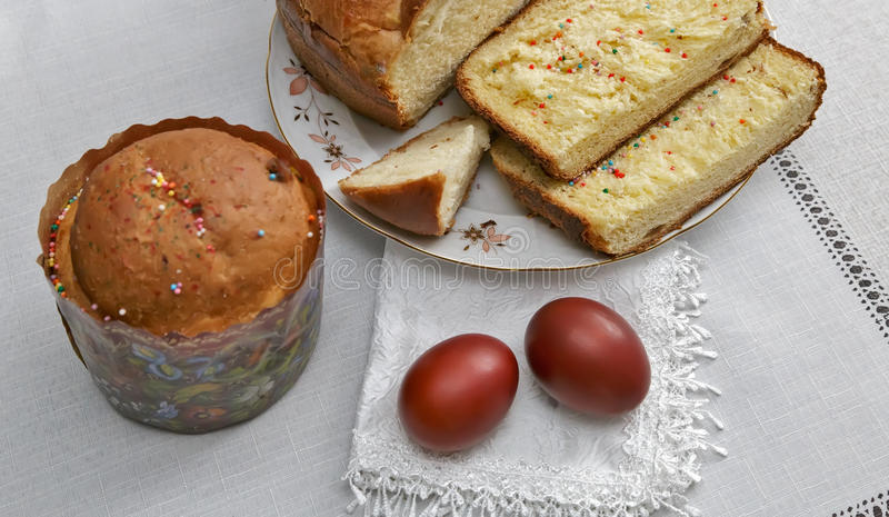 Easter still life: the painted eggs on the napkin and cake . stock image