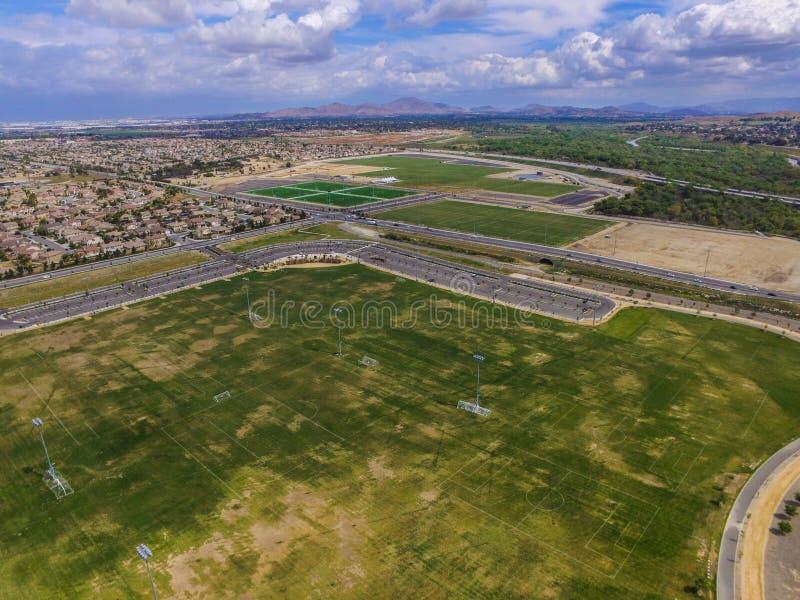 Eastvale fotboll parkerar flyg- sikt royaltyfria foton