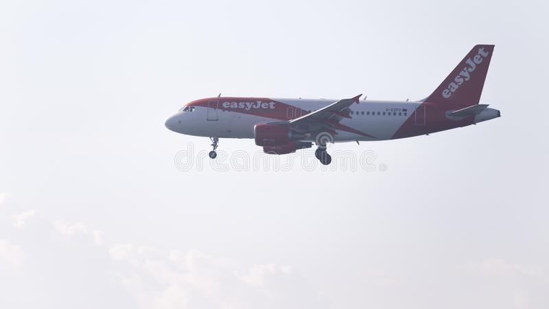 EasyJet аэробуса A319 пассажирского самолета стоковые изображения rf