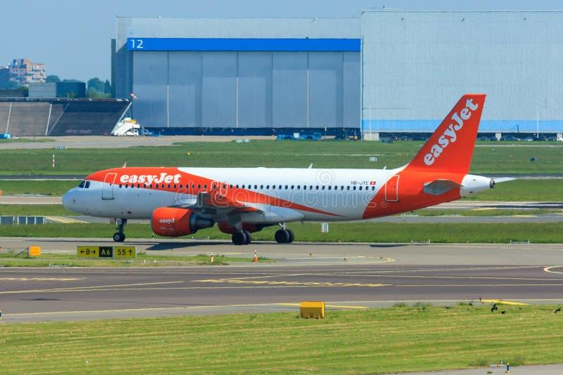 Easyjet Airbus A320 en Schiphol foto de archivo