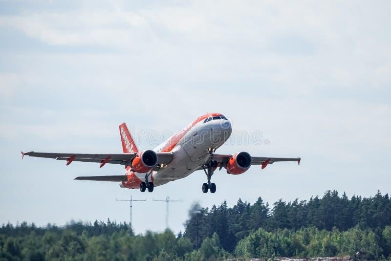 Easyjet, Airbus A319 - 111 entfernen sich stockbild