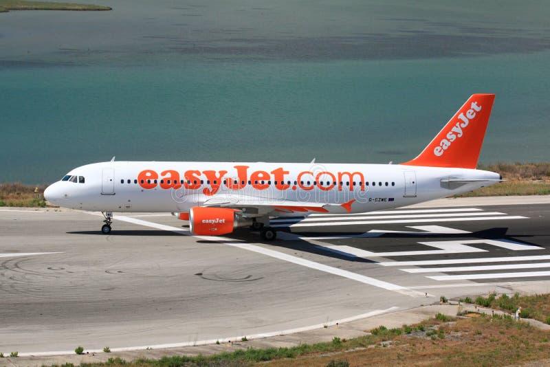 Easyjet Airbus sur la piste photos stock