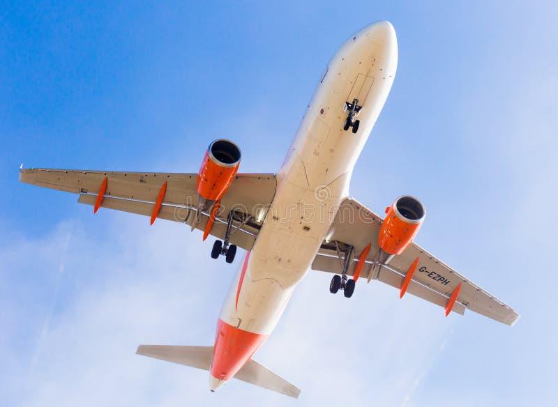 Easyjet-Flächen-Landung stockfotografie