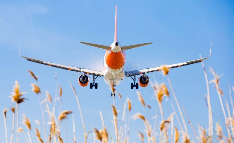 Easyjet-Flächen-Landung lizenzfreie stockbilder