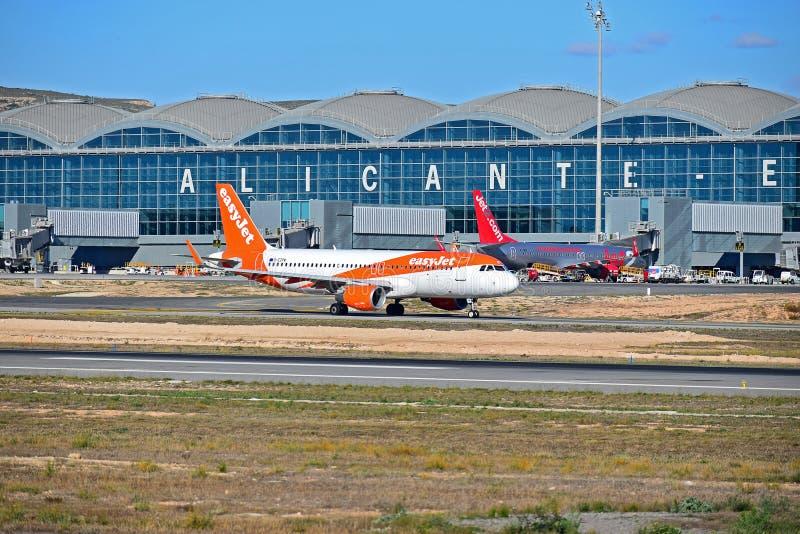 Easyjet Przy Ruchliwie lotniskiem zdjęcie royalty free