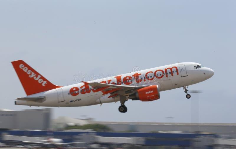 Easyjet samolot bierze daleko od Mallorca lotniska obrazy stock