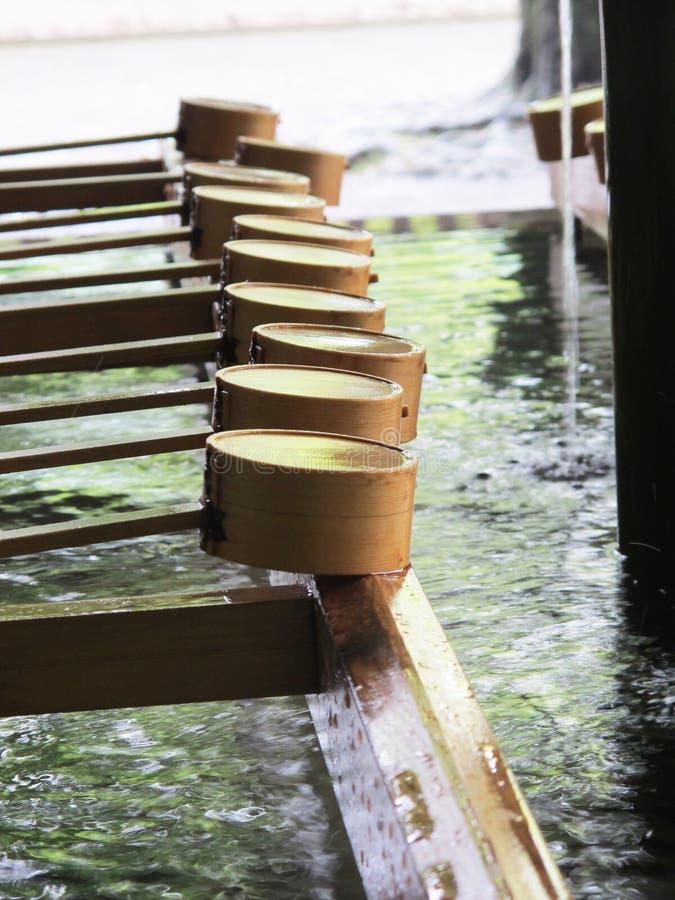Eau de lavage au tombeau japonais photographie stock