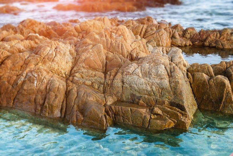 Eau de mer étrange de pierre de mer en clair image libre de droits