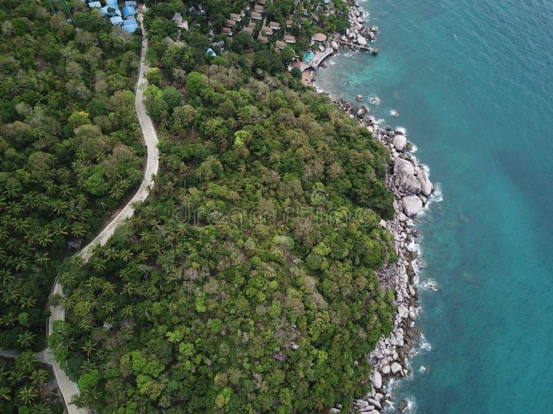 Eau de mer claire d'image courbe pour plonger à la côte de Koh Nang Yuan dans Surat Thani, Thaïlande image libre de droits