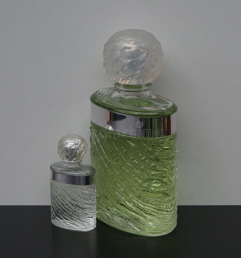 Eau De Rochas, woń dla dam, wielka pachnidło butelka obok handlowej pachnidło butelki zdjęcie royalty free