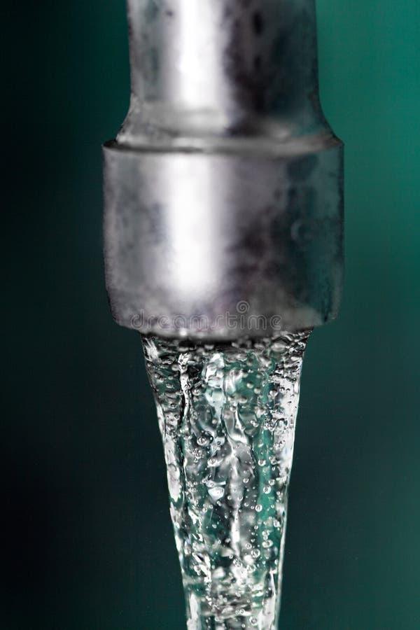 Download Eau du robinet image stock. Image du instruction, lavage - 8663169