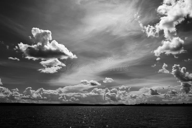 Eau intérieure, beau ciel photographie stock libre de droits