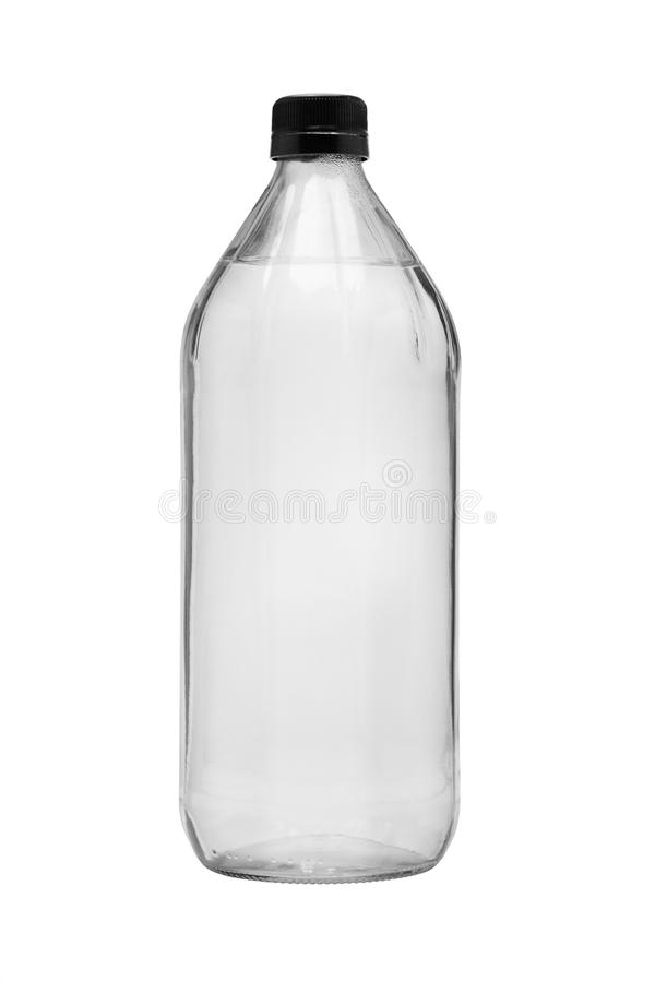 Eau potable dans la bouteille en verre images stock