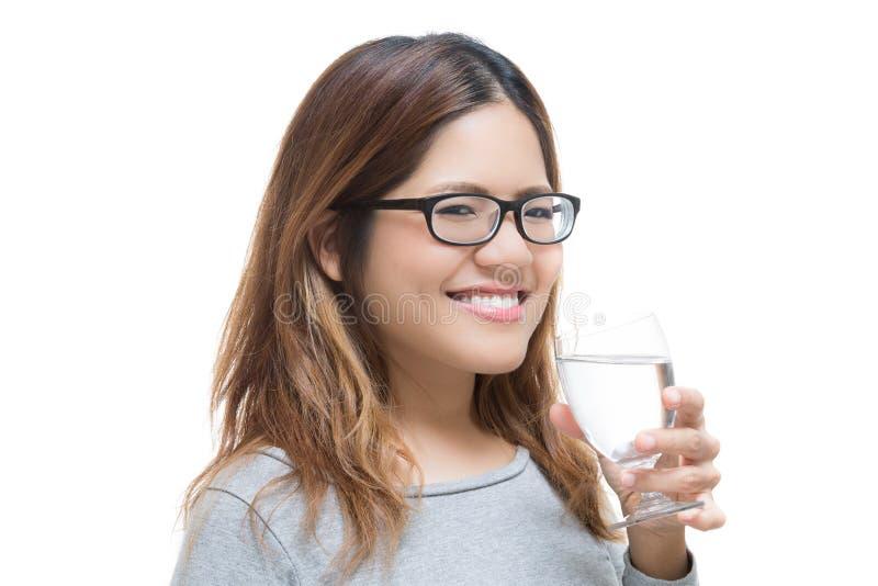 Eau potable de femme en bonne santé image libre de droits