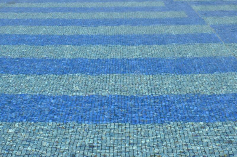 Eau propre bleue de carrelages vue photos libres de droits