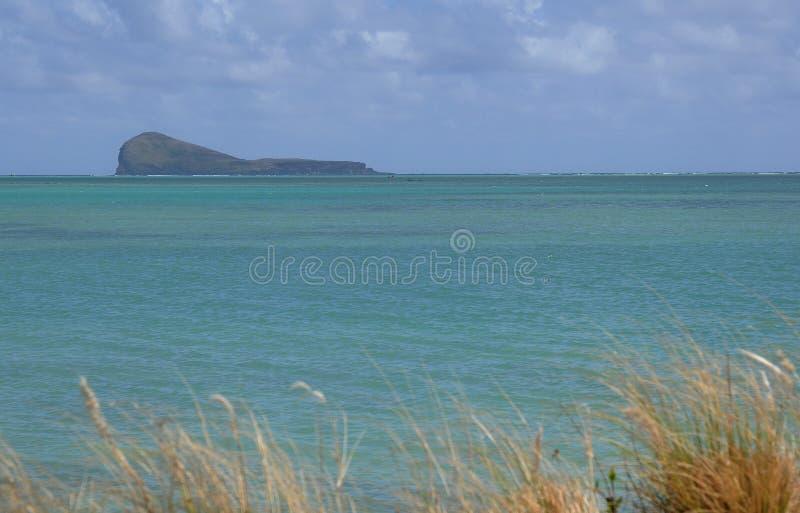 Eau propre verte de l'Océan Indien en Îles Maurice photos libres de droits