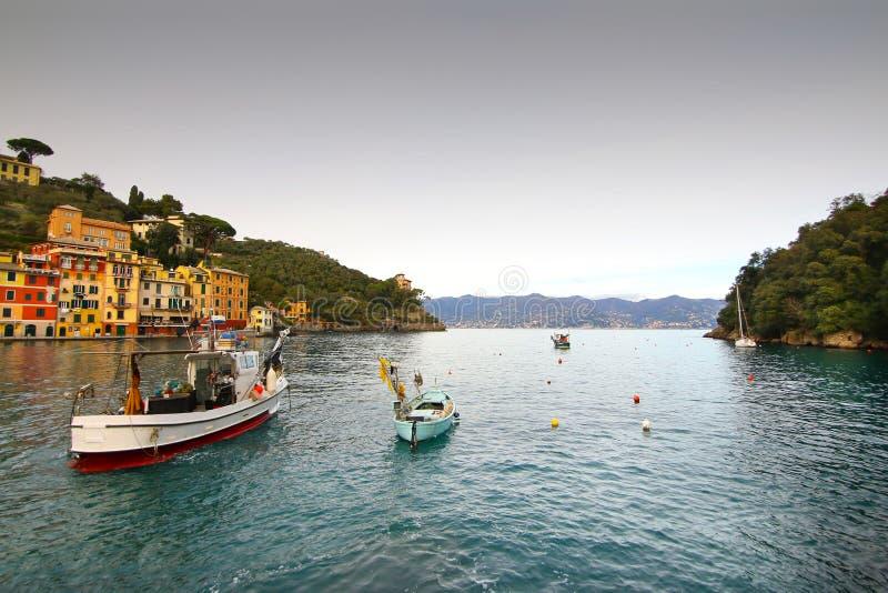 Eautiful zatoka z kolorowymi domami w Portofino obrazy stock