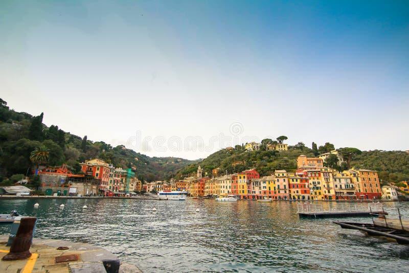 Eautiful zatoka z kolorowymi domami w Portofino obraz royalty free