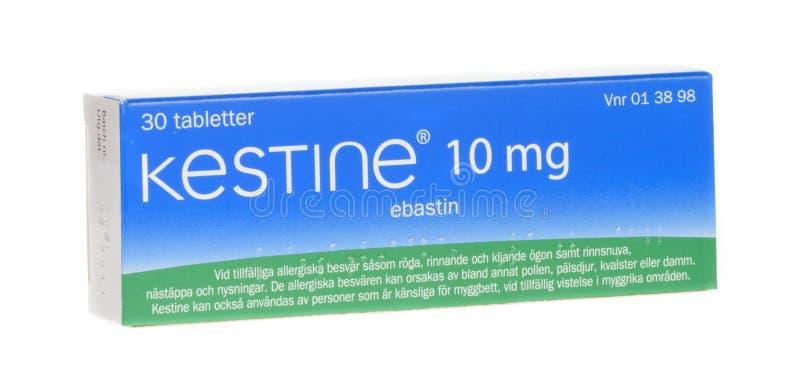 Ebastin di mg di Kestine 10, medicinale antiallergico, isolato su fondo bianco fotografie stock