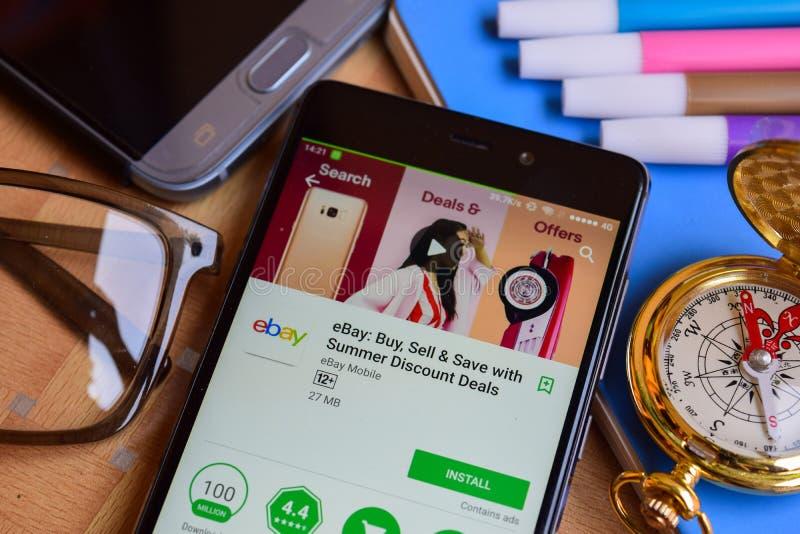 Ebay: Kauf, Verkauf u. Abwehr mit Sommer-Rabatt behandelt Entwickler-APP auf Smartphone-Schirm lizenzfreies stockbild