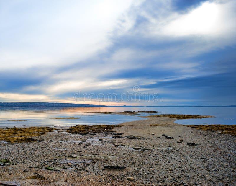 Ebbe auf Penobscot-Bucht lizenzfreie stockbilder