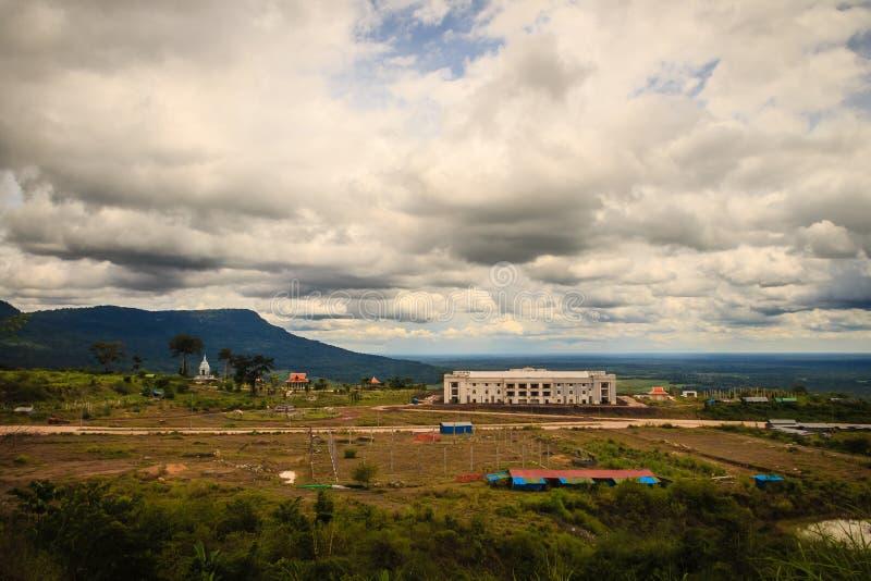 Eben Kasinourlaubshotelgebäude bei Chong Arn Ma, Thailändisch-Kambodscha-Grenzüberschreitung (genannt das Ses in Kambodscha) gege lizenzfreie stockfotografie