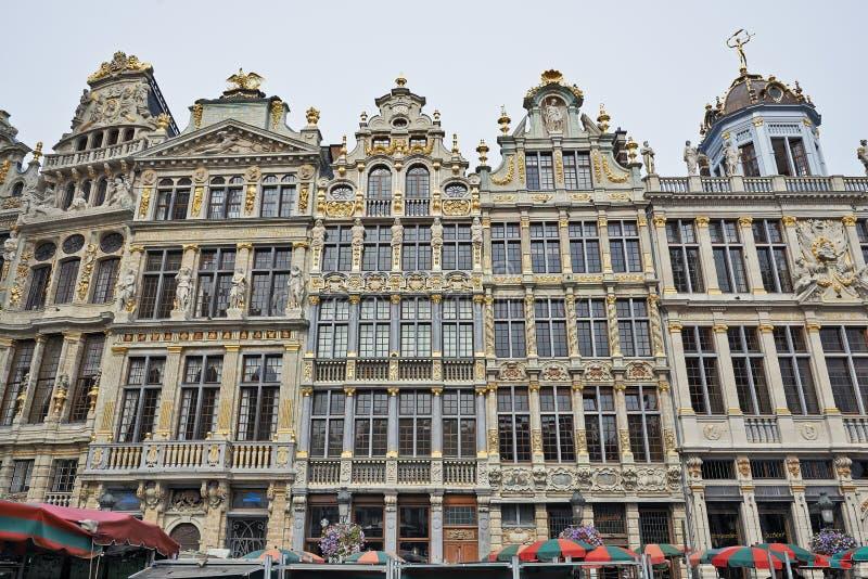 Eben wieder hergestellte Fassaden von Grand Place in Brüssel lizenzfreie stockfotos