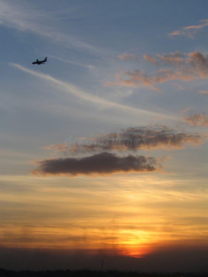 Ebene u. Sonnenuntergang lizenzfreie stockfotos
