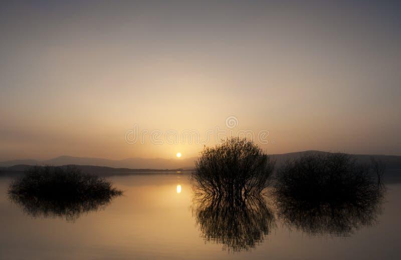 Ebro水库,西班牙的视图在日落的 库存图片