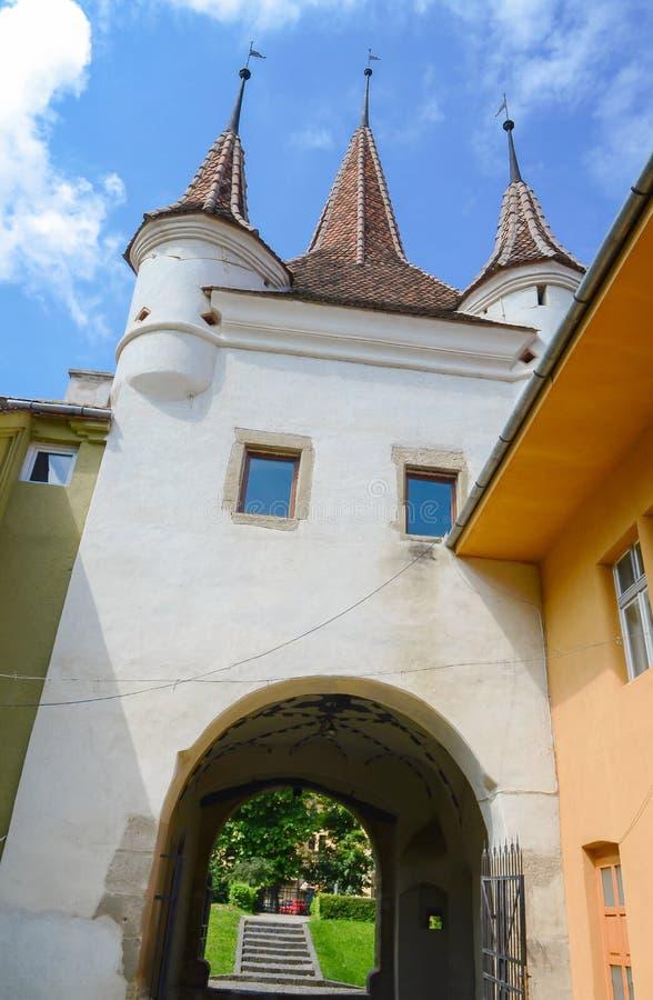 Ecaterina Gate werd gebouwd voor de toegang van Roemenen van Schei-district in de vesting van Brasov stock foto's