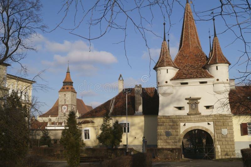 Ecatherine门和黑人教会Poarta Ecaterinei si Biserica Neagra布拉索夫,罗马尼亚 库存图片