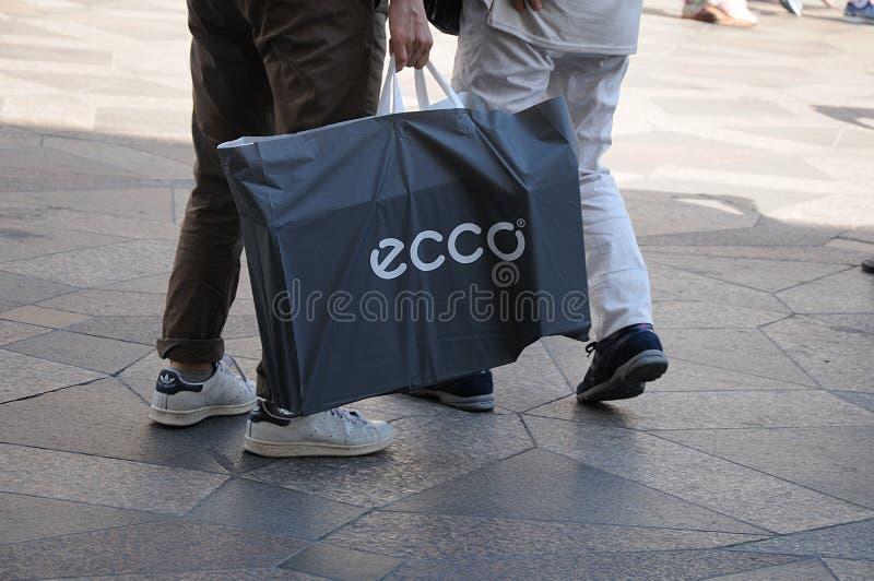 ECCO-SCHUH-KÄUFER lizenzfreie stockbilder