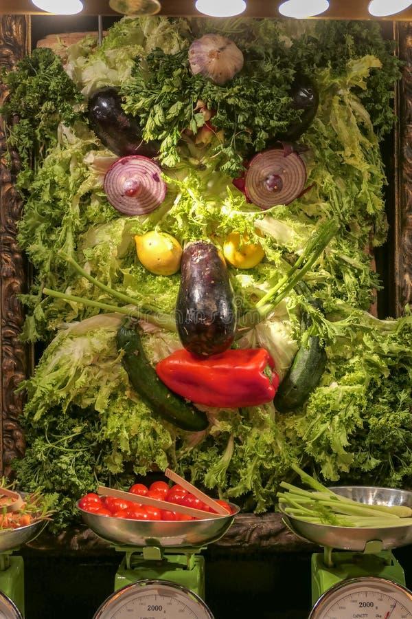 Ecco una breve panoramica della gastronomia francese con questa presentazione dei casi di esposizione alimentare immagini stock libere da diritti