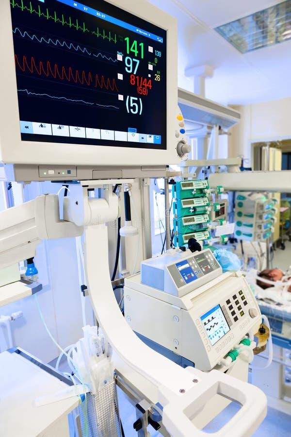 ECG-Monitor in neugeborenem ICU lizenzfreie stockbilder