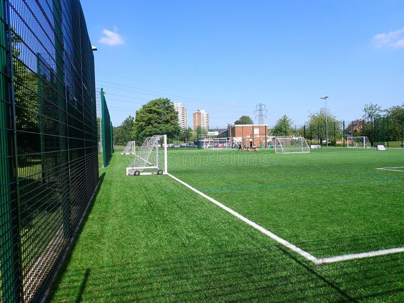 echada artificial de la hierba 3G, centro de comunidad de Meriden, Watford imagen de archivo libre de regalías